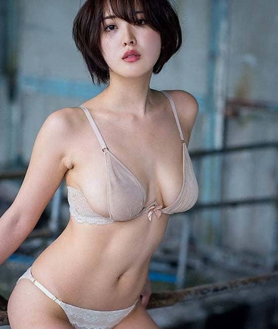 Show bikini hara